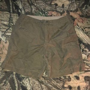 Army/ olive green Columbia shorts xsmall